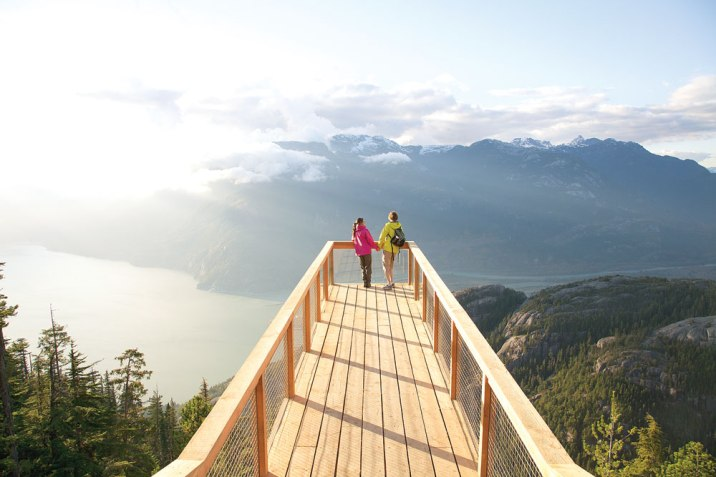 The Chief Overlook Viewing Platform cantilevers over a sheer drop. (Photo by Paul Bride.)