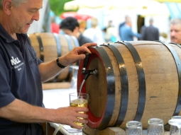 apfelweinfestival-rossmarkt_front_magnific-2